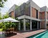 MMArchitects用红砖和旋转玻璃取代了越南房屋的旧墙