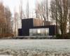 房产信息:泽洛沃德是一栋发黑的木材房屋建在一片被夷为平地的农庄上