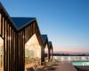 房产信息:阿连特茹乡村酒店设有原木立面以匹配周围的软木
