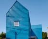 NafArchitect&Design最近完成了一栋带有爬墙和楼层间梯子的房子