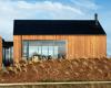 雪崩屋是新西兰山区的一个木材度假屋