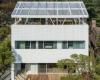 BCHOArchitects用网状山墙覆盖了房子的露天顶�