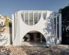 GlebeHouse的设计巧妙地借鉴了邻居——维多利亚时代的露台 带有装饰性的拱形窗户