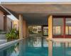 圆形天窗照亮墨西哥海边别墅的冥想室