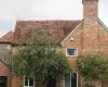赤陶砖为EmilEveArchitects的威尔特郡农舍厨房增添了温暖