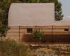 拉比巴尔当地的瓷砖环绕着露台和游泳池